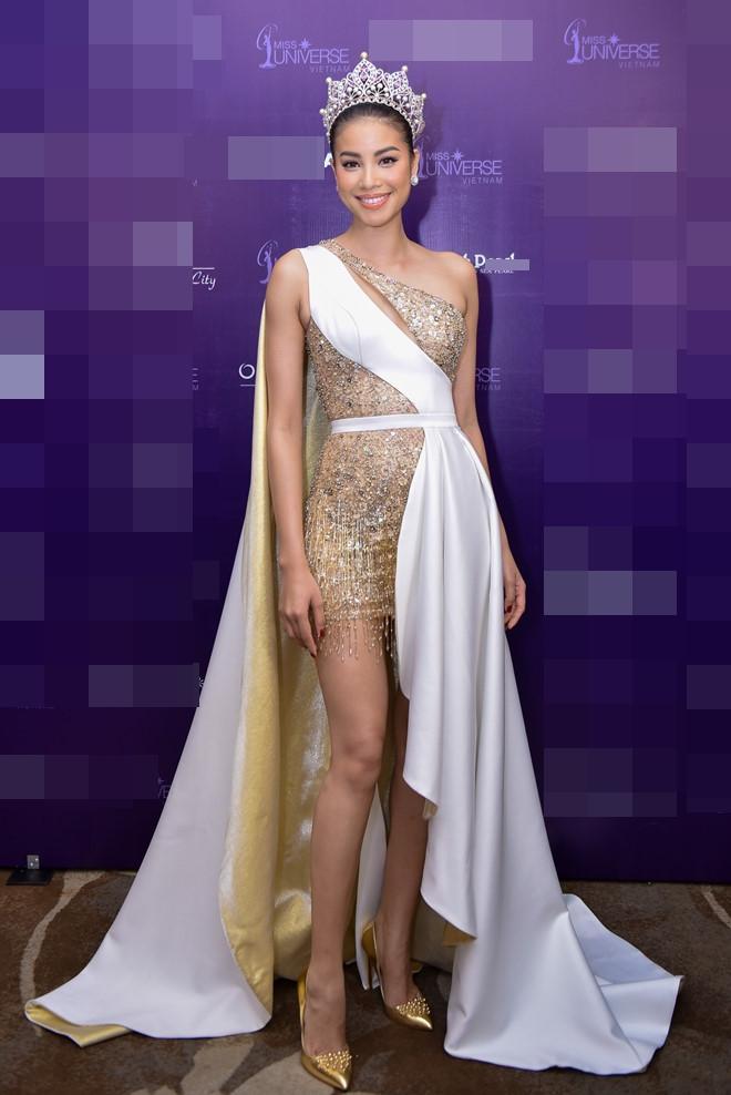 Những chiếc váy giúp Phạm Hương tỏa sáng từ khi bắt đầu đến lúc kết thúc Hoa hậu Hoàn vũ Việt Nam 2017-9