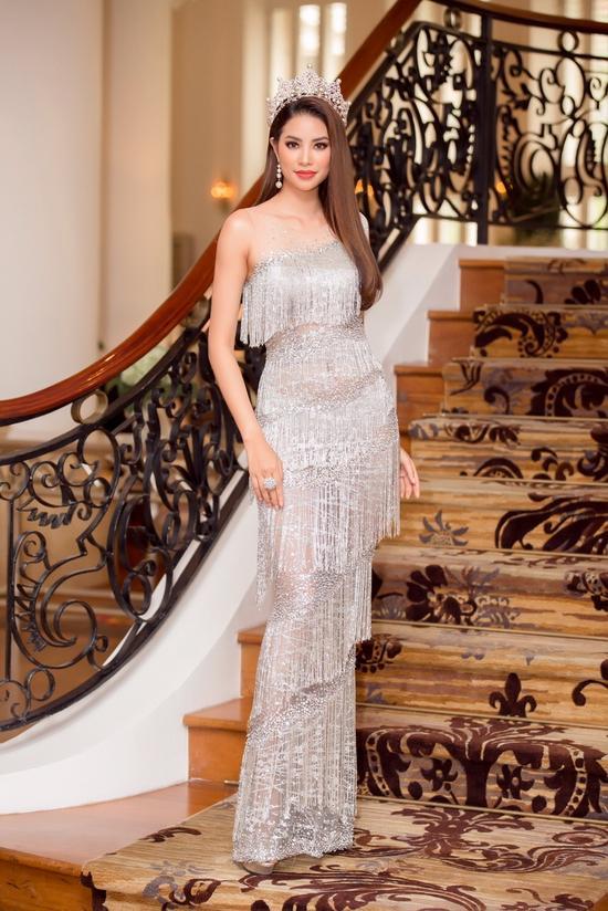 Những chiếc váy giúp Phạm Hương tỏa sáng từ khi bắt đầu đến lúc kết thúc Hoa hậu Hoàn vũ Việt Nam 2017-6