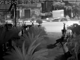 Clip gây phẫn nộ: Chặn bắt tên trộm đánh xe tải đi trộm cây cảnh, người đàn ông bị tông trúng, cán qua người trọng thương