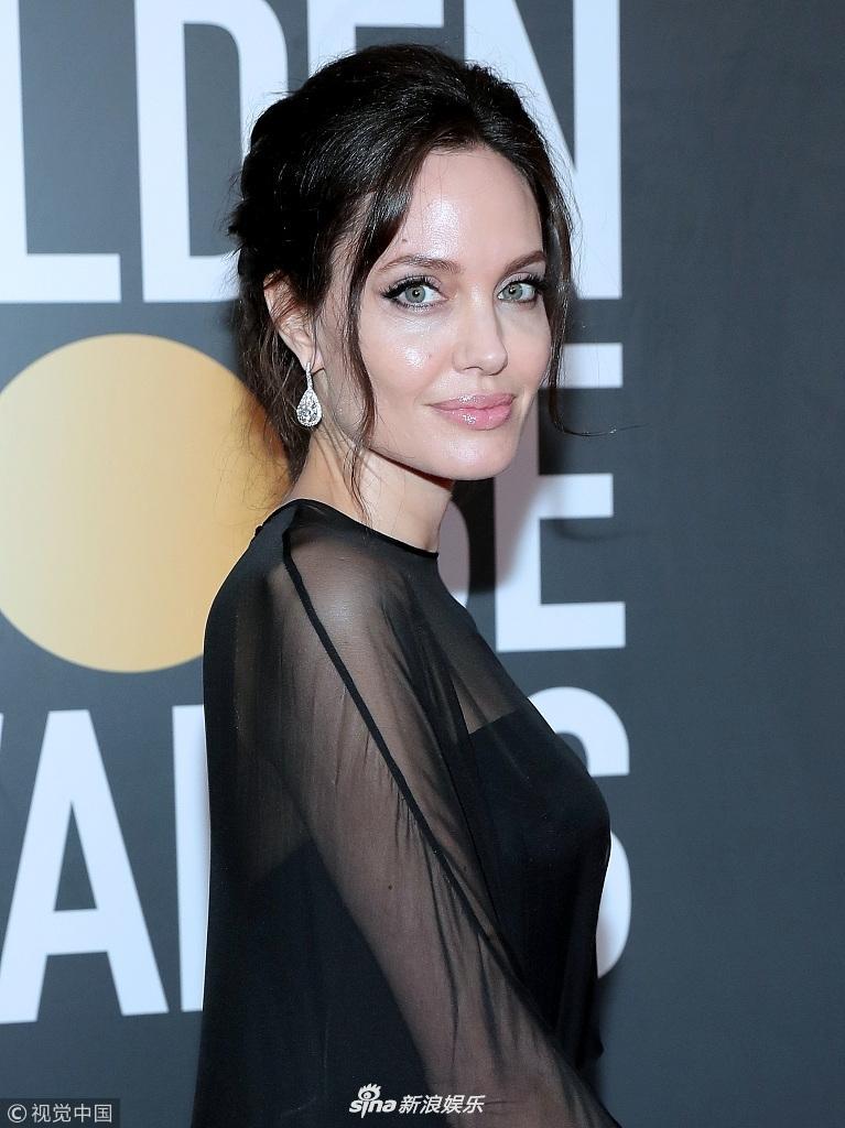 Angelina Jolie cùng dàn sao Hollywood nhuộm đen thảm đỏ Quả Cầu Vàng 2018-1
