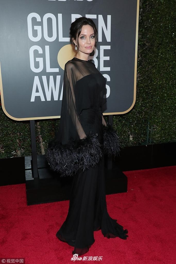 Angelina Jolie cùng dàn sao Hollywood nhuộm đen thảm đỏ Quả Cầu Vàng 2018-2