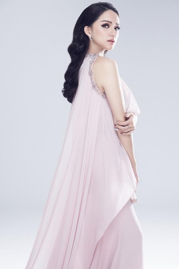 Chuẩn bị thi Hoa hậu, Hương Giang Idol bị đào mộ màn catwalk gây cười vì ngã sấp mặt-6