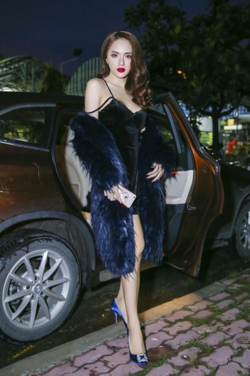 Chuẩn bị thi Hoa hậu, Hương Giang Idol bị đào mộ màn catwalk gây cười vì ngã sấp mặt-3