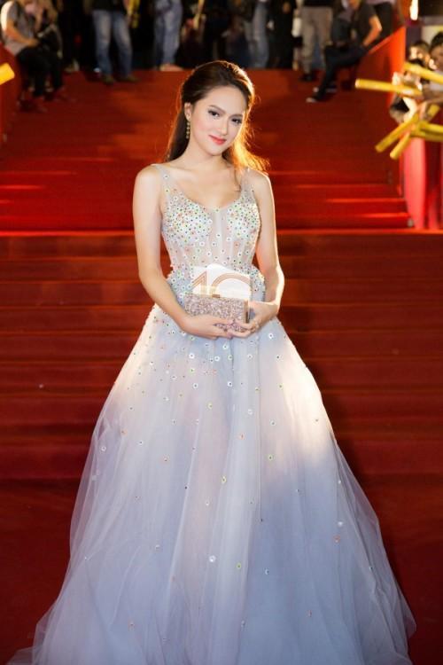 Chuẩn bị thi Hoa hậu, Hương Giang Idol bị đào mộ màn catwalk gây cười vì ngã sấp mặt-5