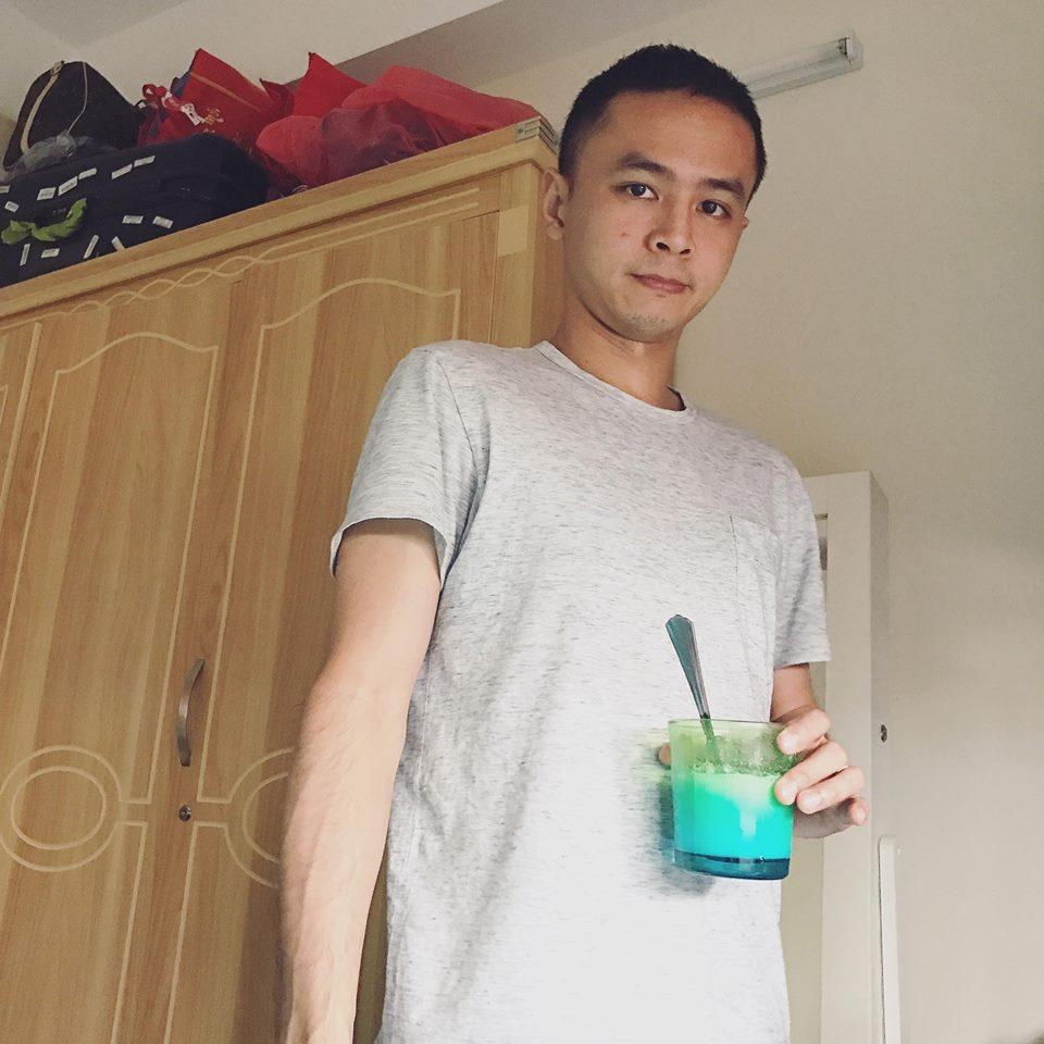Tú Vi được ông xã Văn Anh cắt tỉa móng, bưng nước ngâm chân khi mang bầu-10