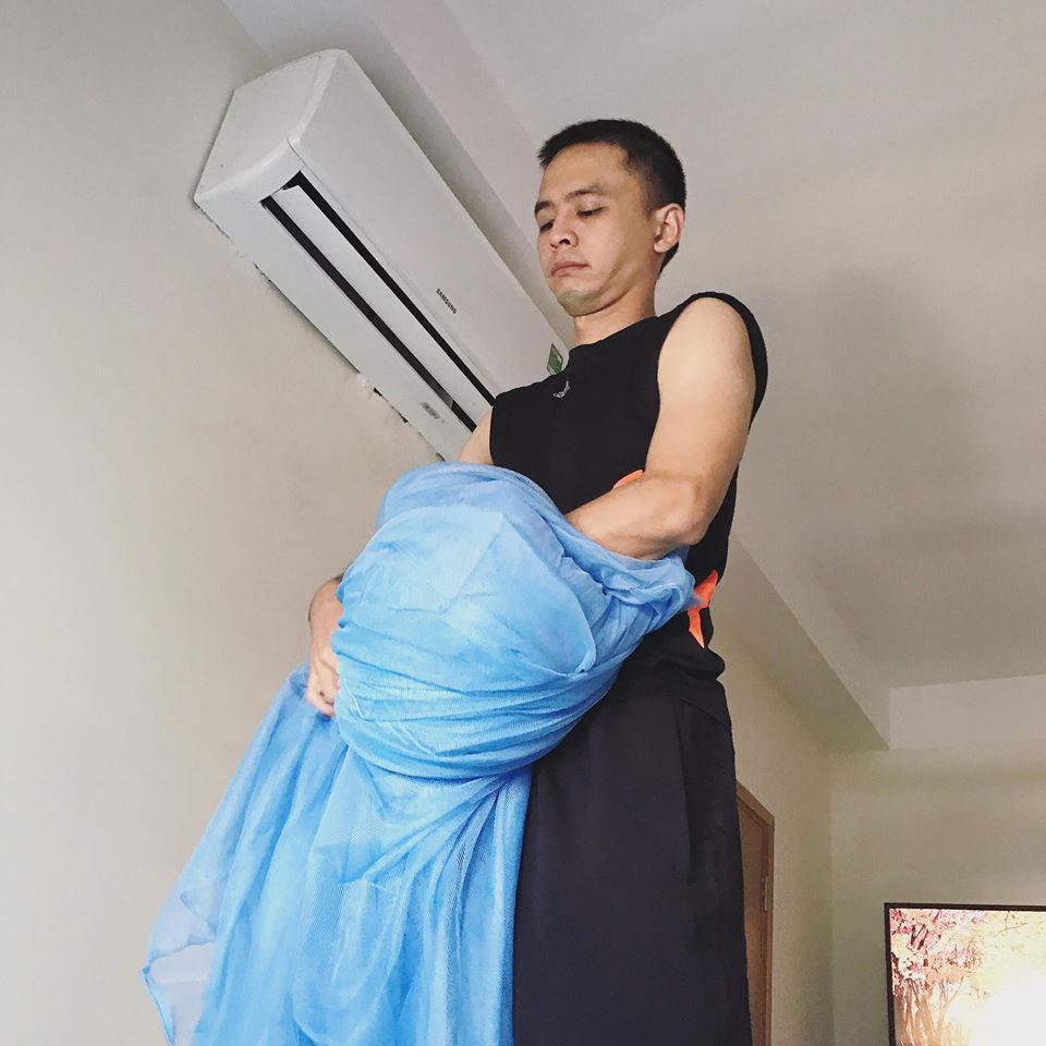 Tú Vi được ông xã Văn Anh cắt tỉa móng, bưng nước ngâm chân khi mang bầu-13