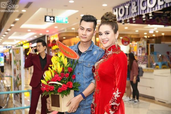 Lâm Khánh Chi diện áo dài đỏ rực nhưng lạc quẻ ở sự kiện-1