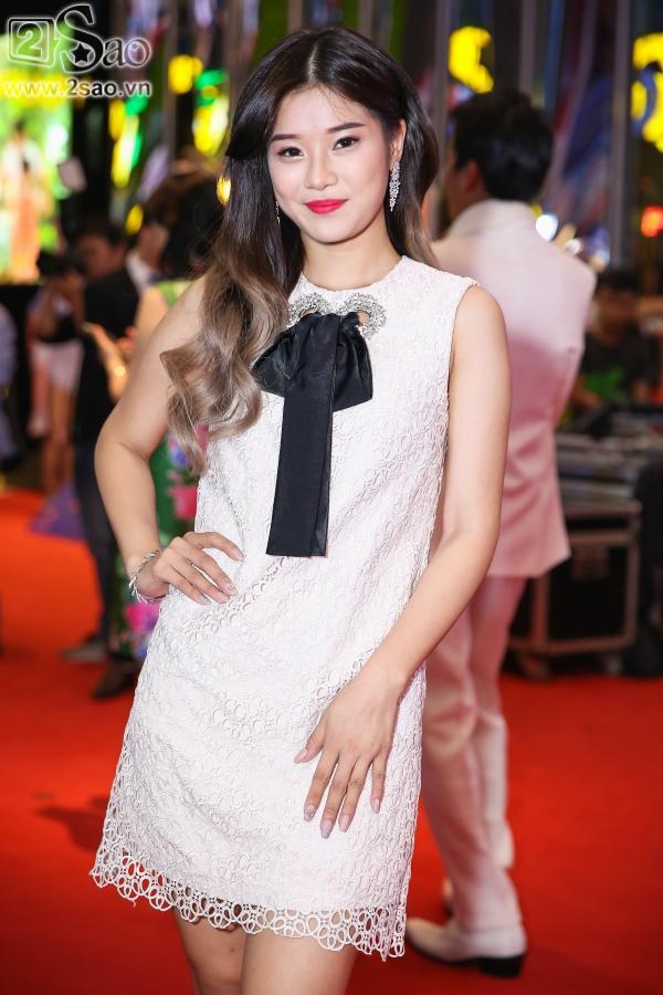 Lâm Khánh Chi diện áo dài đỏ rực nhưng lạc quẻ ở sự kiện-6