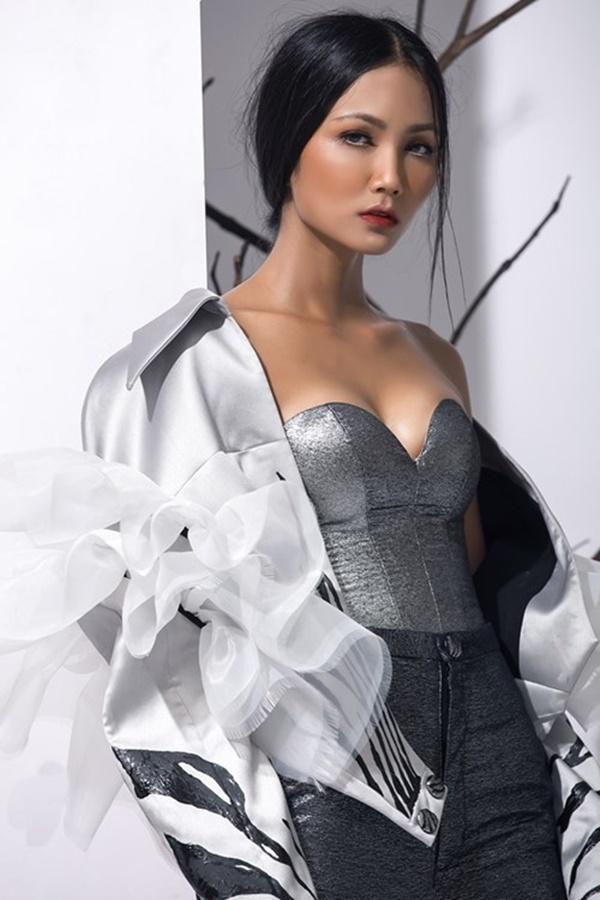 Xuất thân nghèo khổ đến khó tin của 3 mỹ nhân đoạt ngôi cao nhất Hoa hậu Hoàn Vũ Việt Nam 2017-1
