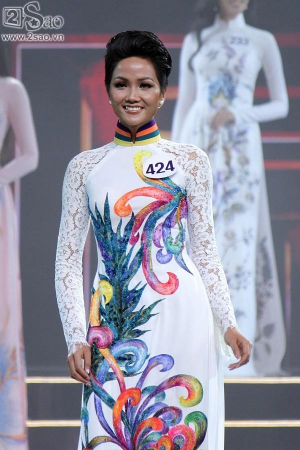 Xuất thân nghèo khổ đến khó tin của 3 mỹ nhân đoạt ngôi cao nhất Hoa hậu Hoàn Vũ Việt Nam 2017-2