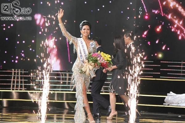 Xuất thân nghèo khổ đến khó tin của 3 mỹ nhân đoạt ngôi cao nhất Hoa hậu Hoàn Vũ Việt Nam 2017-3