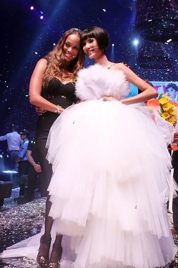 Xuất thân nghèo khổ đến khó tin của 3 mỹ nhân đoạt ngôi cao nhất Hoa hậu Hoàn Vũ Việt Nam 2017-6