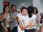 Xuất hiện tại sân bay, hoa hậu HHen Niê được chào đón nồng nhiệt như sao Hàn-13