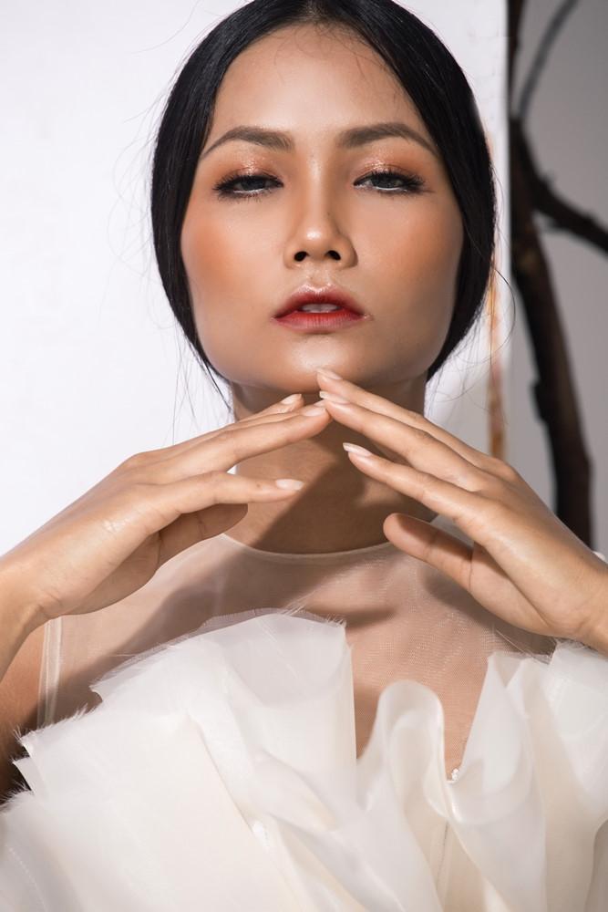 Tân Hoa hậu Hoàn Vũ HHen Niê sau đêm đăng quang làm ơn để ngay tóc dài!-5