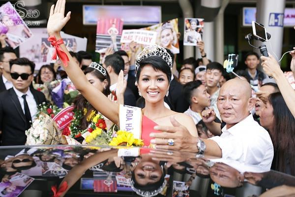Xuất hiện tại sân bay, hoa hậu HHen Niê được chào đón nồng nhiệt như sao Hàn-9