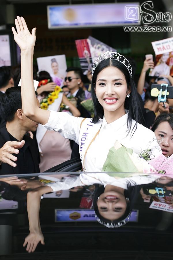 Xuất hiện tại sân bay, hoa hậu HHen Niê được chào đón nồng nhiệt như sao Hàn-10