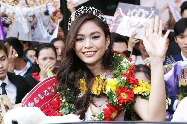 Xuất hiện tại sân bay, hoa hậu HHen Niê được chào đón nồng nhiệt như sao Hàn-11