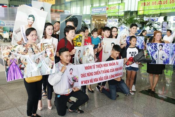 Xuất hiện tại sân bay, hoa hậu HHen Niê được chào đón nồng nhiệt như sao Hàn-1