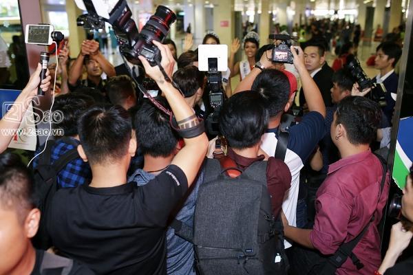 Xuất hiện tại sân bay, hoa hậu HHen Niê được chào đón nồng nhiệt như sao Hàn-4
