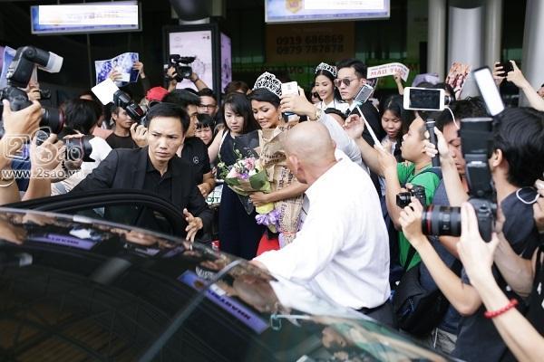 Xuất hiện tại sân bay, hoa hậu HHen Niê được chào đón nồng nhiệt như sao Hàn-7
