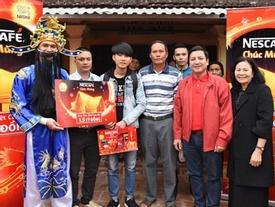 Chí Trung trao quà cho khách trúng nhà 1,5 tỷ