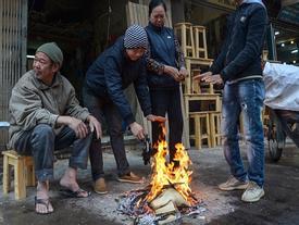 Đốt lửa, bọc nylon vào tay chân đối phó giá lạnh 9 độ C