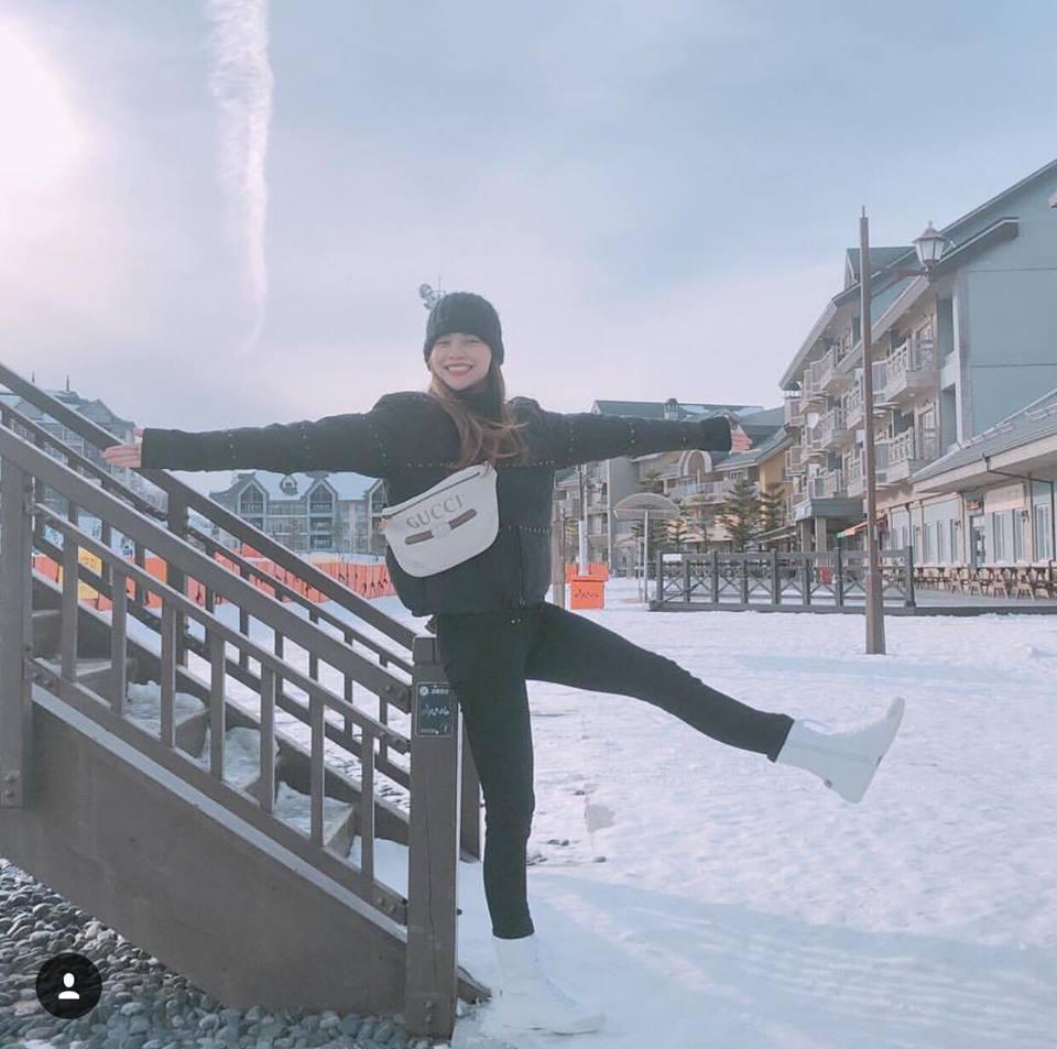 Angela Phương Trinh sến sẩm - Kỳ Duyên khoe lưng trần gợi cảm nổi bật nhất street style tuần mới-8