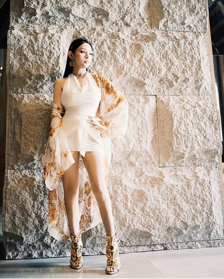 Angela Phương Trinh sến sẩm - Kỳ Duyên khoe lưng trần gợi cảm nổi bật nhất street style tuần mới-9