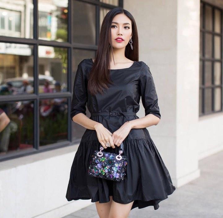 Angela Phương Trinh sến sẩm - Kỳ Duyên khoe lưng trần gợi cảm nổi bật nhất street style tuần mới-2