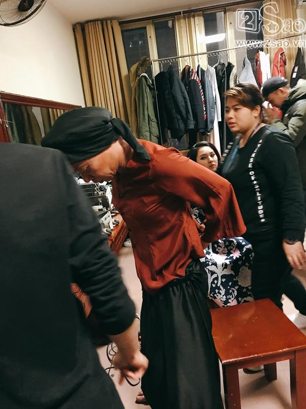 Hậu trường Gala Cười 2018: Công Lý hóa bà lão quê mùa, Vân Dung lộng lẫy váy áo-3