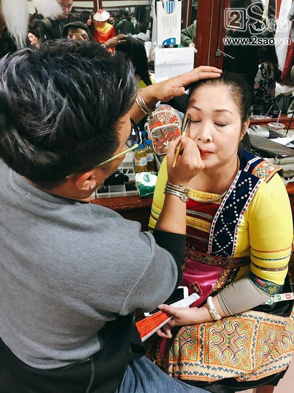 Hậu trường Gala Cười 2018: Công Lý hóa bà lão quê mùa, Vân Dung lộng lẫy váy áo-10