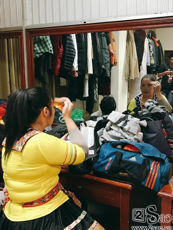 Hậu trường Gala Cười 2018: Công Lý hóa bà lão quê mùa, Vân Dung lộng lẫy váy áo-11