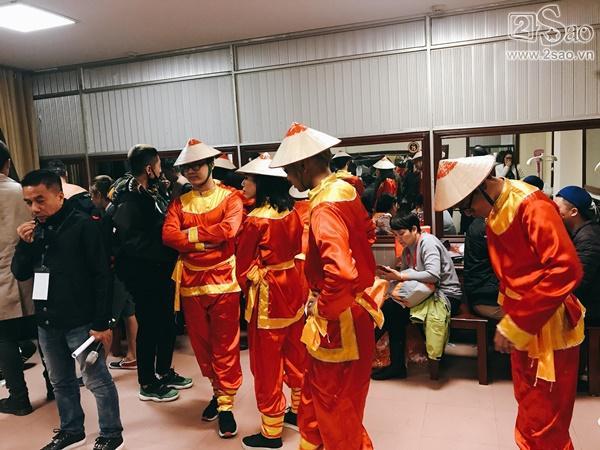 Hậu trường Gala Cười 2018: Công Lý hóa bà lão quê mùa, Vân Dung lộng lẫy váy áo-12