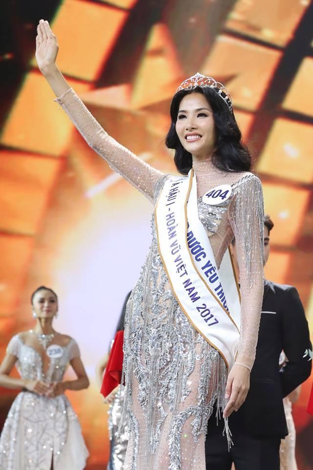 Chẳng ai ngờ thiết kế váy giúp Hoàng Thùy chinh phục ngôi Á hậu 1 còn đụng hàng cả siêu mẫu Lukkade-2