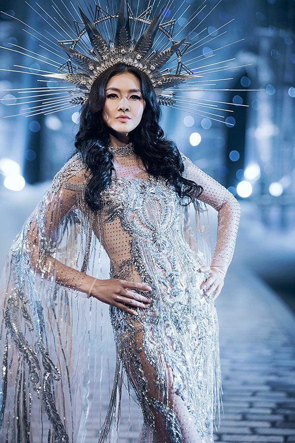 Chẳng ai ngờ thiết kế váy giúp Hoàng Thùy chinh phục ngôi Á hậu 1 còn đụng hàng cả siêu mẫu Lukkade-6