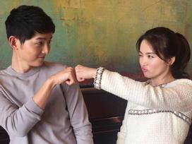 Sao Hàn 10/1: Song Joong Ki nắm tay Song Hye Kyo dạo phố Tokyo