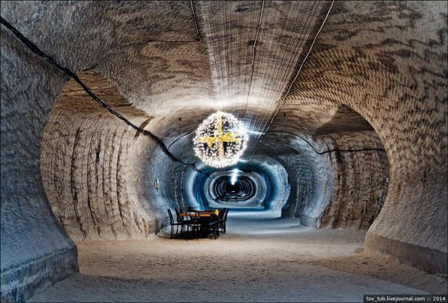 Choáng ngợp vẻ đẹp như ngoài hành tinh bên trong hang động muối khổng lồ-14