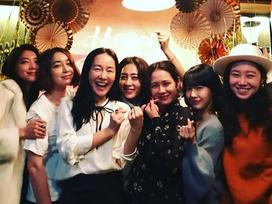 Sao Hàn 11/1: Dàn mỹ nhân Hàn quy tụ tại tiệc sinh nhật người đẹp 'Hương mùa hè' Son Ye Jin