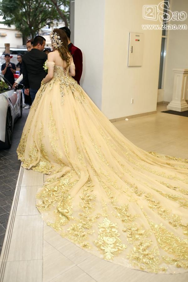 Lâm Khánh Chi xuất hiện với váy cưới dài hàng chục mét-2