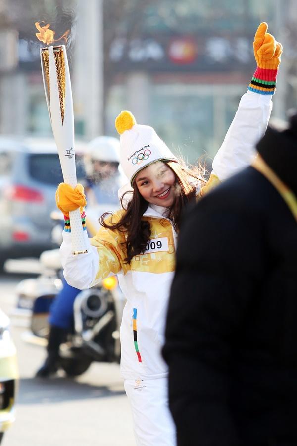 Thanh Hằng đại diện Việt Nam rước đuốc tại Thế Vận Hội mùa đông 2018-4