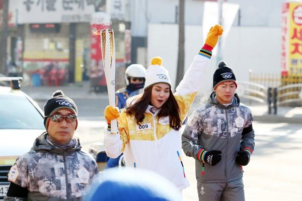 Thanh Hằng đại diện Việt Nam rước đuốc tại Thế Vận Hội mùa đông 2018-6