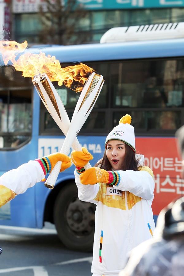 Thanh Hằng đại diện Việt Nam rước đuốc tại Thế Vận Hội mùa đông 2018-7