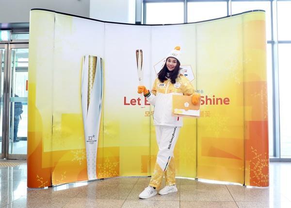 Thanh Hằng đại diện Việt Nam rước đuốc tại Thế Vận Hội mùa đông 2018-12