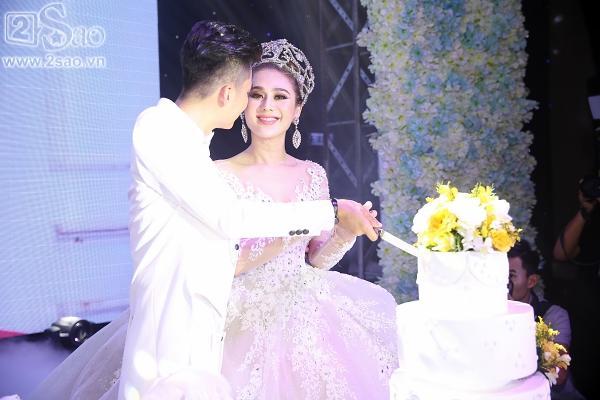 Lâm Khánh Chi lộng lẫy như công chúa bên cạnh ông xã-2