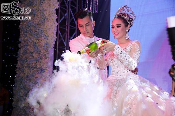 Lâm Khánh Chi lộng lẫy như công chúa bên cạnh ông xã-3