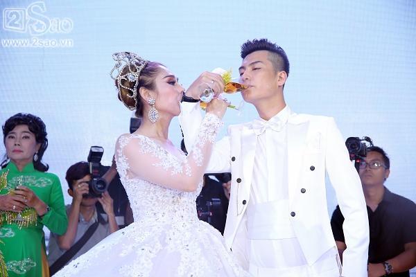 Lâm Khánh Chi lộng lẫy như công chúa bên cạnh ông xã-1