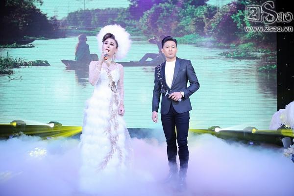 Lâm Khánh Chi lộng lẫy như công chúa bên cạnh ông xã-7