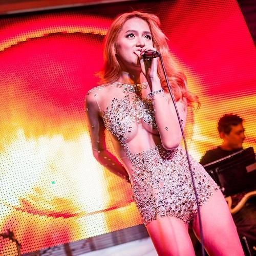 Hương Giang Idol: Mỹ nhân chuyển giới có gout thời trang nóng bỏng nhất showbiz Việt-11