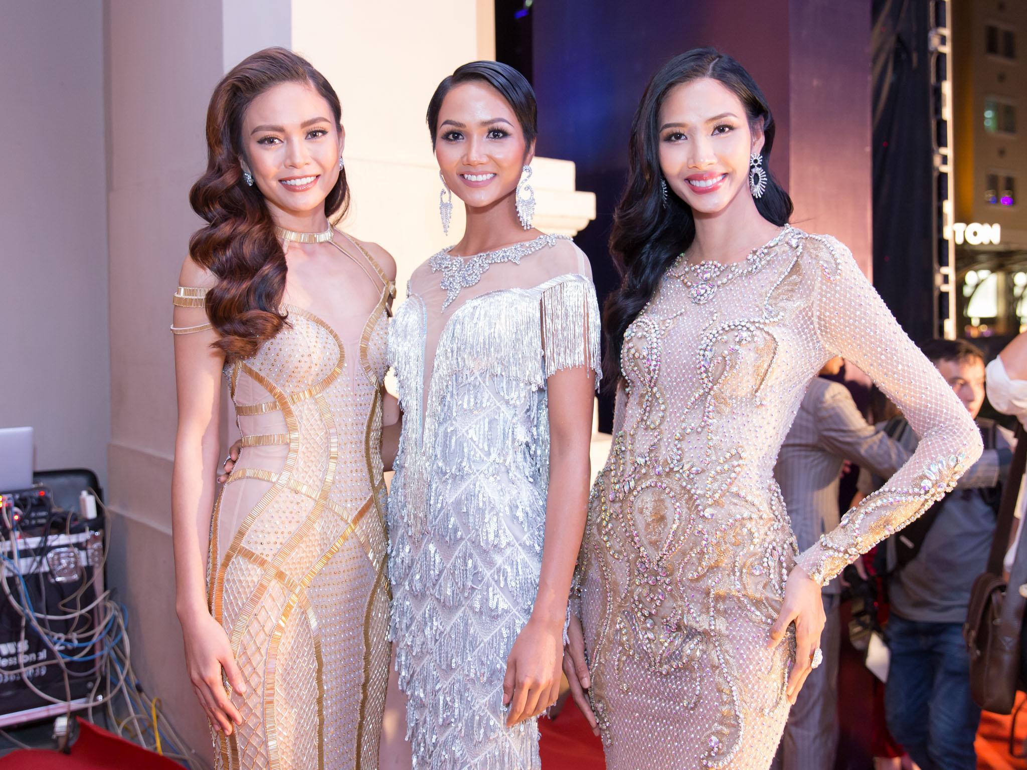 Hoa hậu HHen Niê đọ sắc cùng Hoàng Thùy và Mâu Thủy trên thảm đỏ Ngôi sao xanh-1