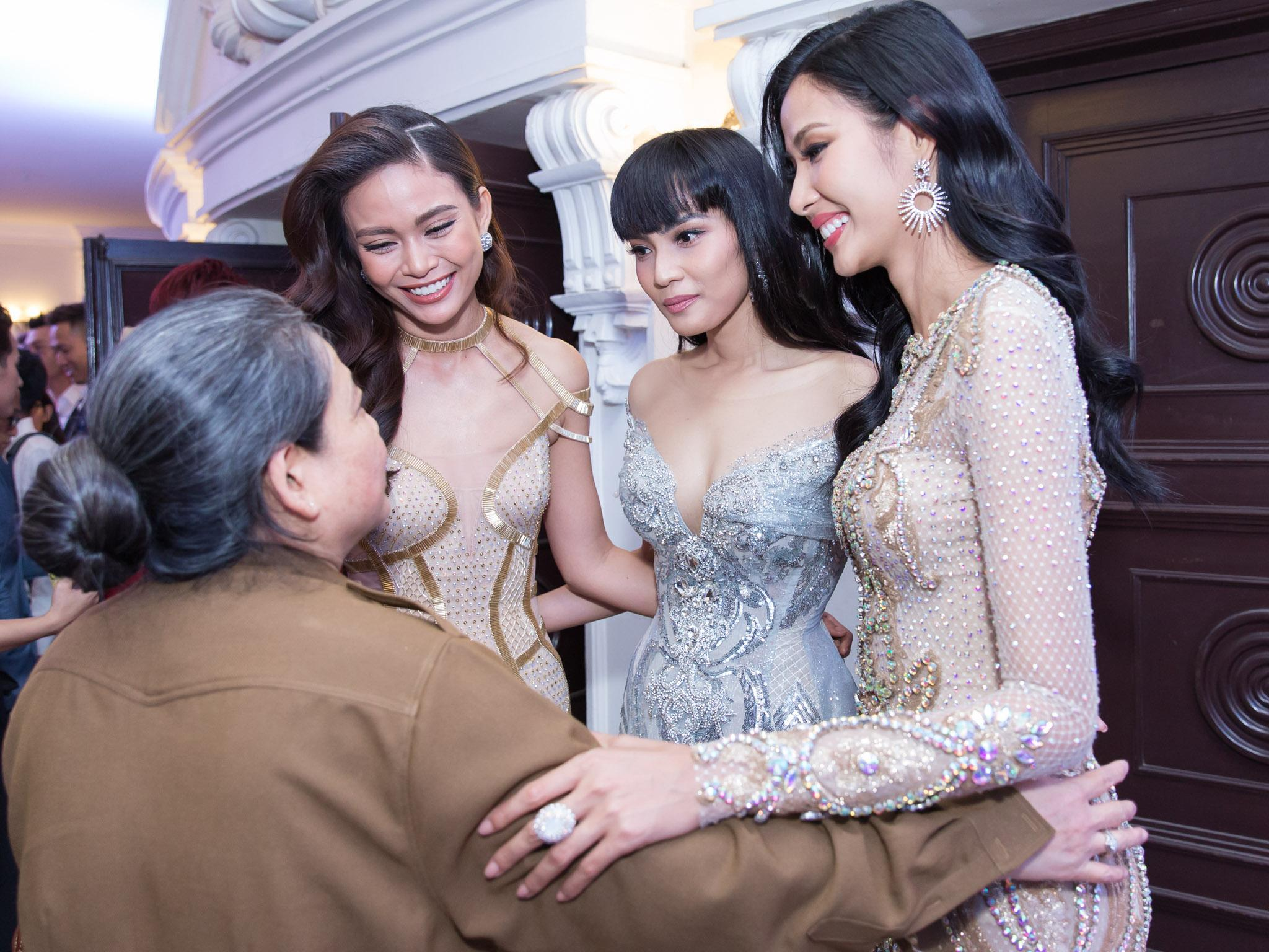 Hoa hậu HHen Niê đọ sắc cùng Hoàng Thùy và Mâu Thủy trên thảm đỏ Ngôi sao xanh-3